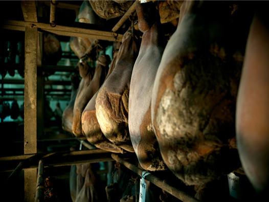 Fumoir artisanal savoie, Vente en direct de la salaison familiale. Charcuterie artisanale, saucisson, saucisse, diot, jambon, de Haute-Savoie & viande de qualité supérieure en ligne.