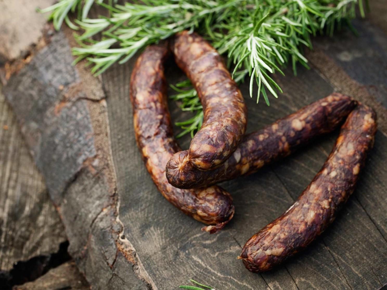 Vente en direct de la salaison familiale. Charcuterie artisanale, saucisson, saucisse, diot, jambon, de Haute-Savoie & viande de qualité supérieure en ligne.