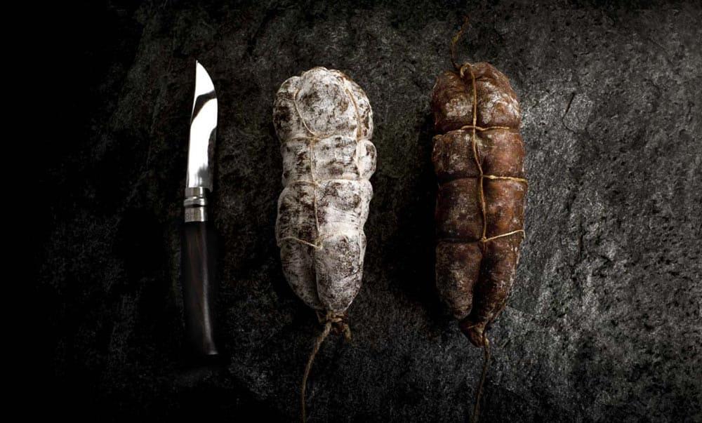 SaucissonMaison Alpin. Vente en direct de la salaison familiale. Charcuterie artisanale, saucisson, saucisse, diot, jambon, de Haute-Savoie & viande de qualité supérieure en ligne.