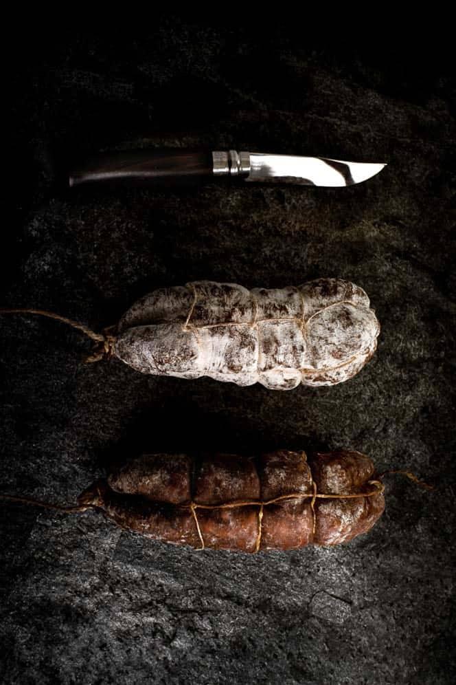 Saucissons de savoie. Maison Alpin. Vente en direct de la salaison familiale. Charcuterie artisanale, saucisson, saucisse, diot, jambon, de Haute-Savoie & viande de qualité supérieure en ligne.