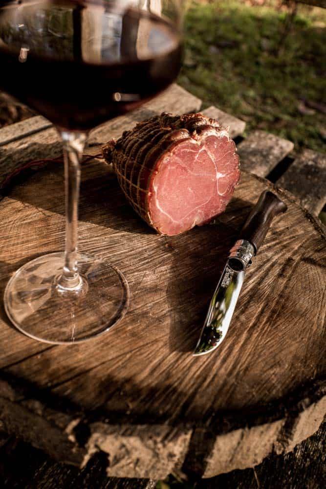 Maison Alpin. Vente en direct de la salaison familiale. Charcuterie artisanale, saucisson, saucisse, diot, jambon, de Haute-Savoie & viande de qualité supérieure en ligne.
