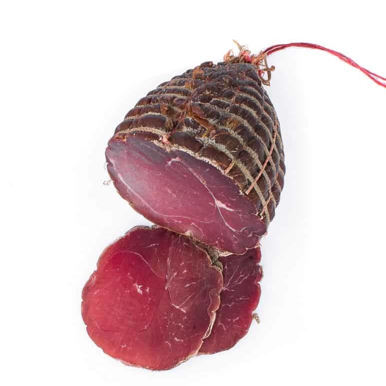 Demi noix de jambon fumée. Maison Alpin. Vente en direct de la salaison familiale. Charcuterie artisanale, saucisson, saucisse, diot, jambon, de Haute-Savoie & viande de qualité supérieure en ligne.
