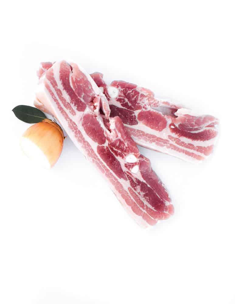 Viande, poitrine de porc salée. Maison Alpin. Vente en direct de la salaison familiale. Charcuterie artisanale, saucisson, saucisse, diot, jambon, de Haute-Savoie & viande de qualité supérieure en ligne.
