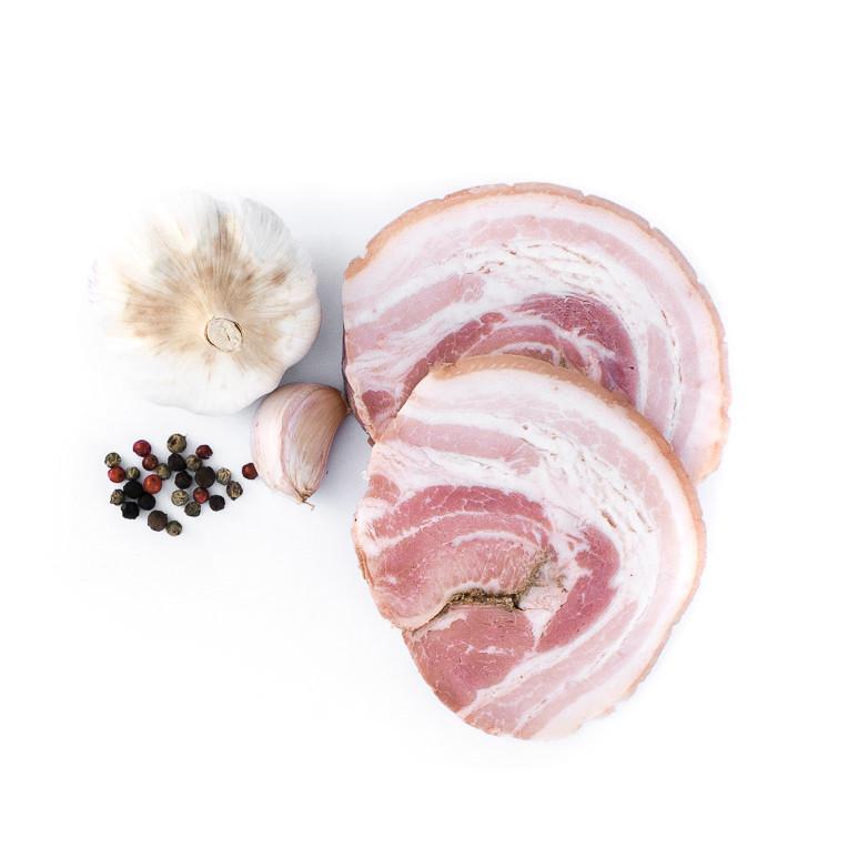 Poitrine roulée cuite à l'ail et au poivre. Maison Alpin. Vente en direct de la salaison familiale. Charcuterie artisanale, saucisson, saucisse, diot, jambon, de Haute-Savoie & viande de qualité supérieure en ligne.