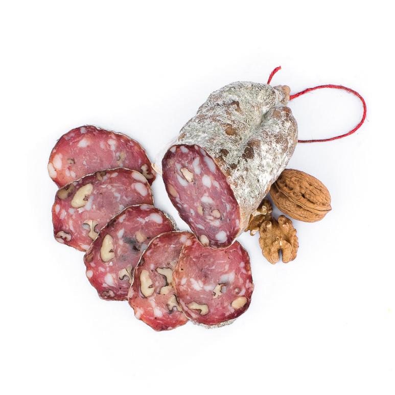 Saucisson sec aux noix. Vente en direct de la salaison familiale. Charcuterie artisanale, saucisson, saucisse, diot, jambon, de Haute-Savoie & viande de qualité supérieure en ligne.