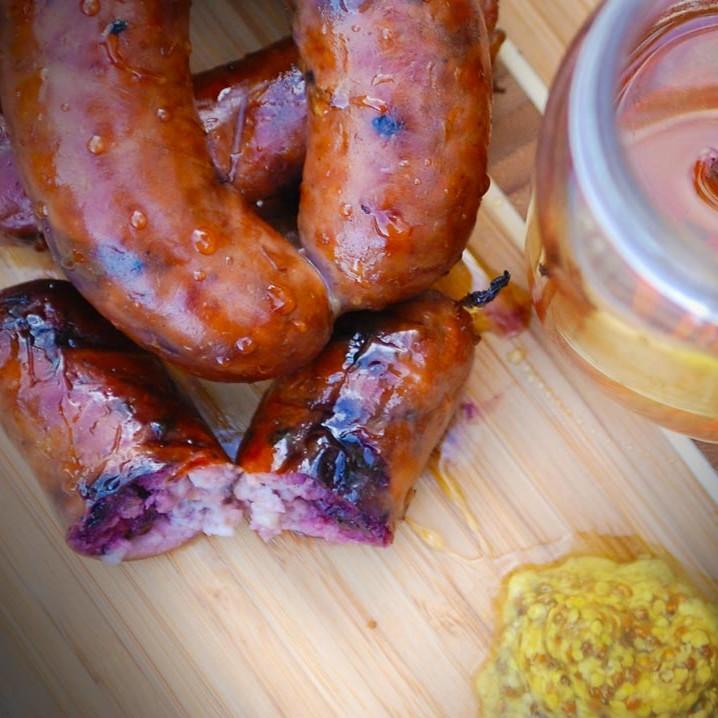 Diots de savoie fumés. Vente en direct de la salaison familiale. Charcuterie artisanale, saucisson, saucisse, diot, jambon, de Haute-Savoie & viande de qualité supérieure en ligne.