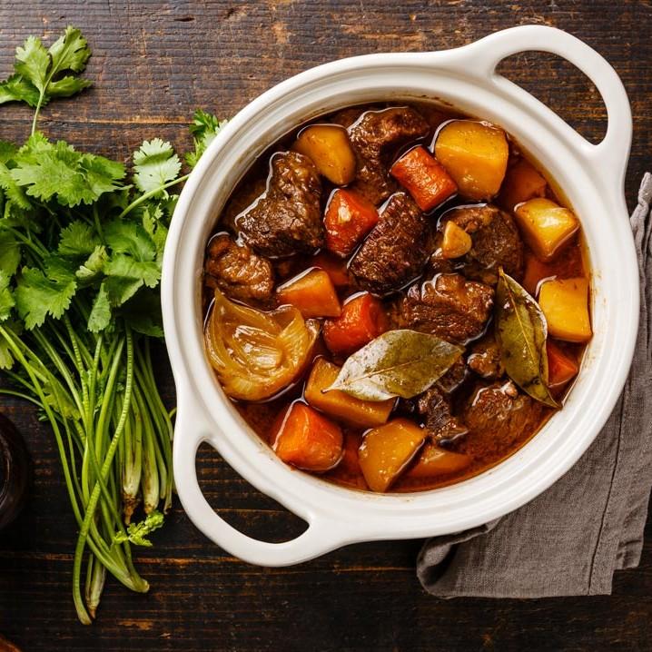 Goulasch de boeuf. Vente en direct de la salaison familiale. Charcuterie artisanale, saucisson, saucisse, diot, jambon, de Haute-Savoie & viande de qualité supérieure en ligne.